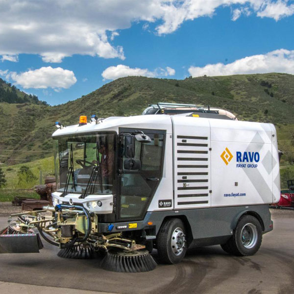 White Ravo 5-iSeries Street Sweeper