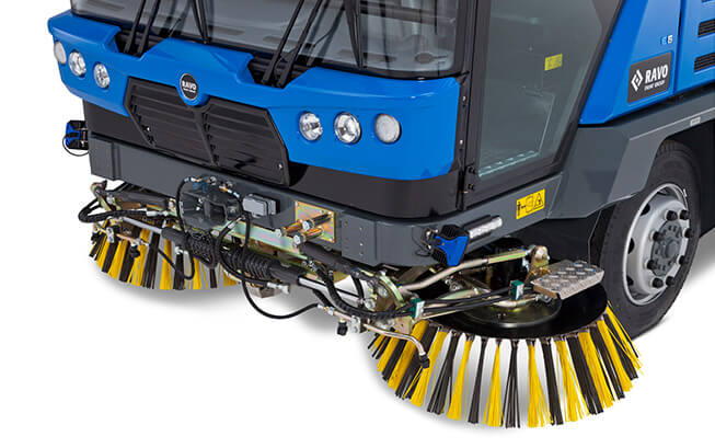 Used Ravo 5 iSeries Sweeper Front Brushes Close UpView